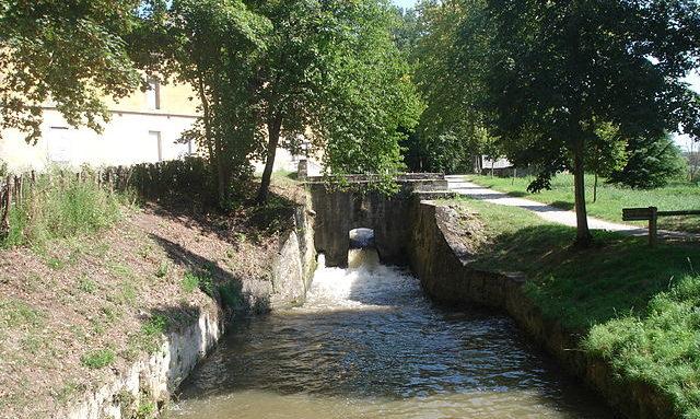 640px-France_Canal_du_Midi_rigole_de_la_plaine.jpg